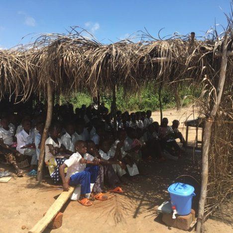 Geschafft: die ersten beiden Schulgebäude sind fertig!